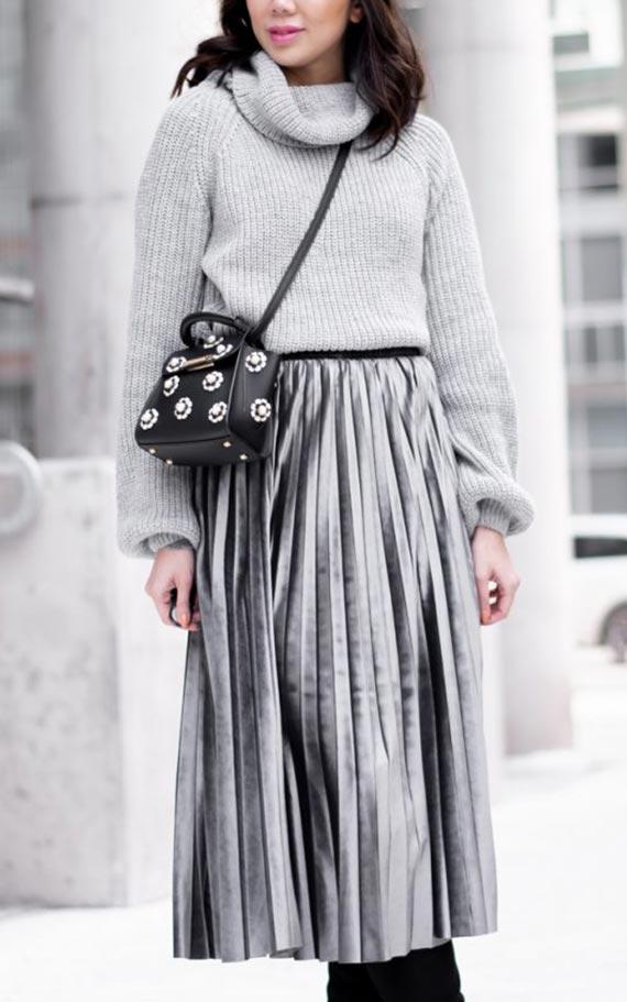 образ в сером цвете с бархатной юбкой плиссе и свитером