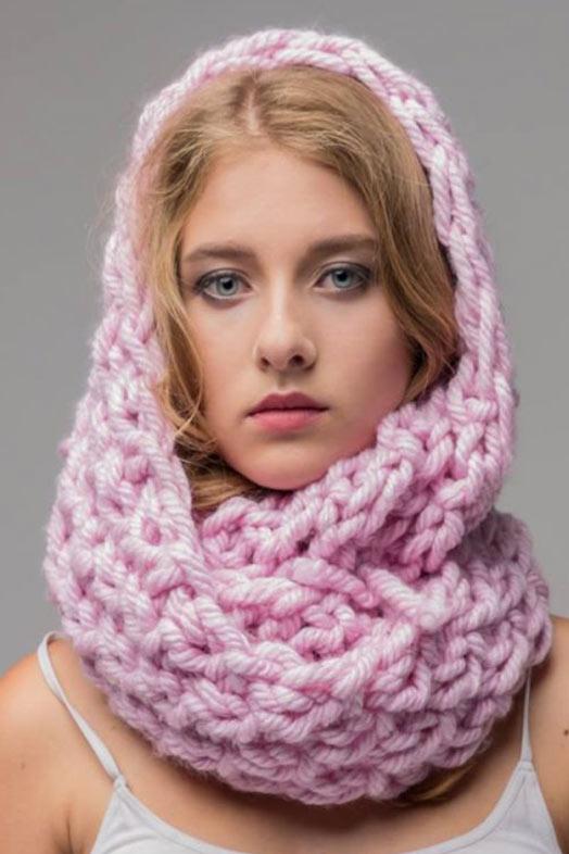 светло розовый шарф хомут