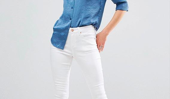 образы с белыми джинсами