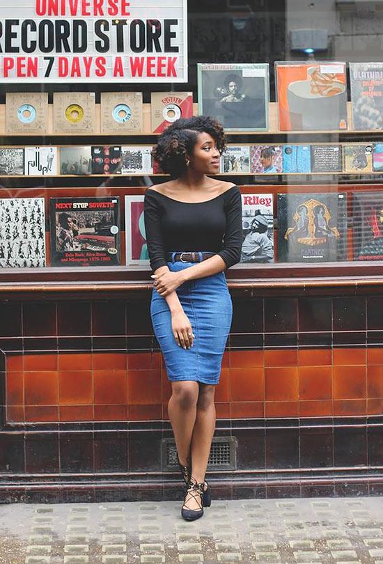 джинсовая юбка карандаш и кофта с открытыми плечами