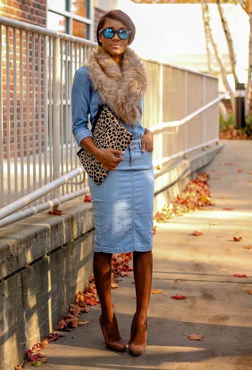 с туфлями, джинсовой рубашкой, леопардовым клатчем