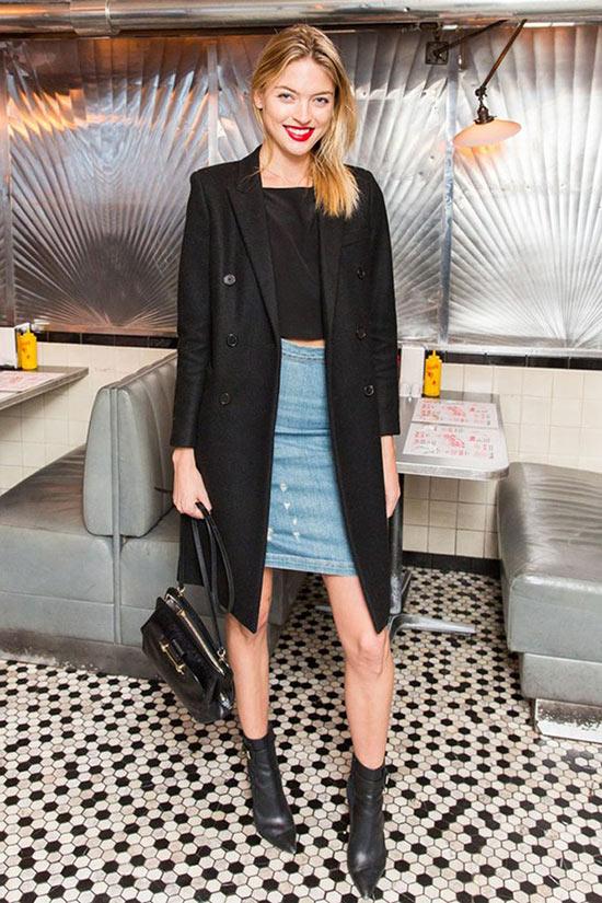 джинсовая юбка карандаш с пальто