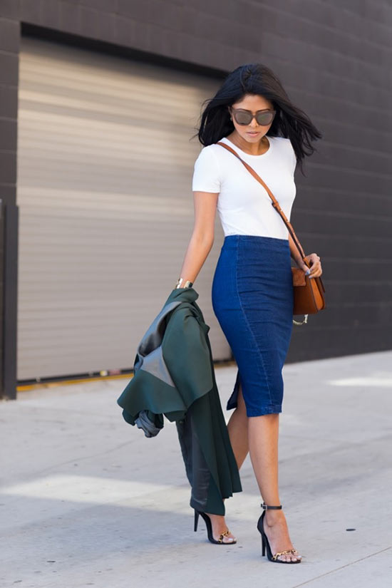 темная джинсовая юбка с белой майкой