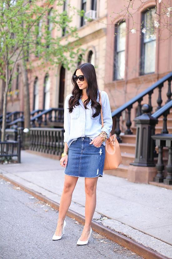 джинсовая юбка карандаш с голубой блузкой и туфлями