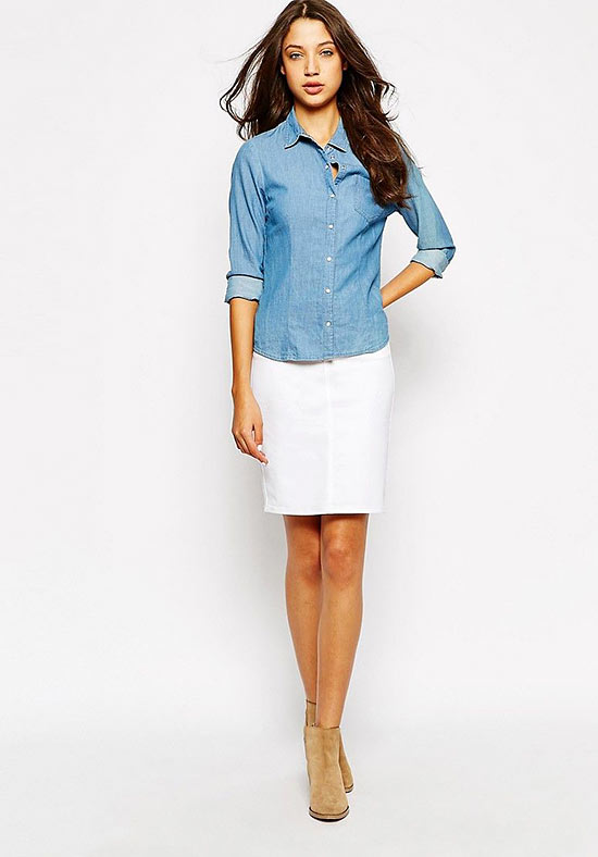 голубая рубашка с белой юбкой карандаш