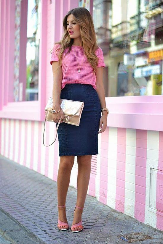 с розовой блузкой