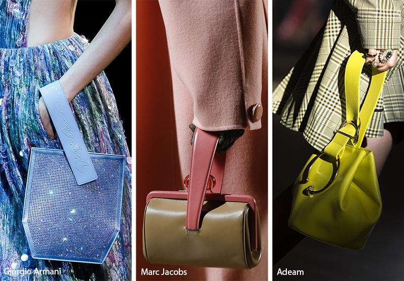 171305992dde В коллекции Marc Jacobs ремень-петля увенчал маленькую сумку круглой формы.