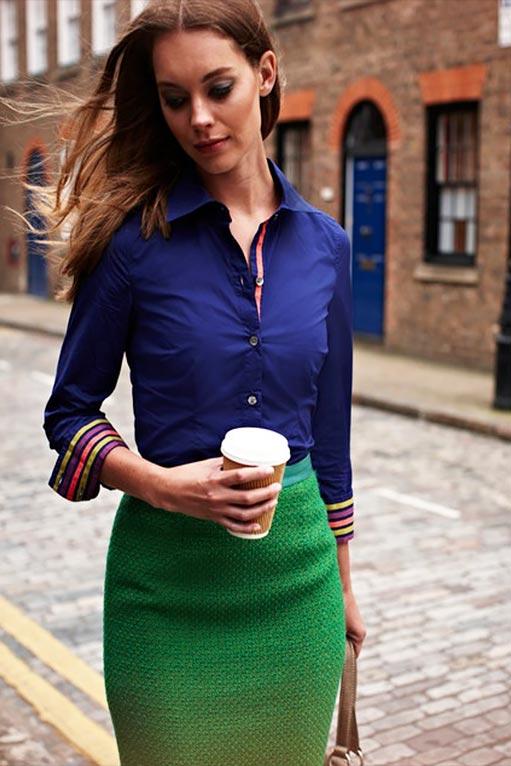 с синей блузкой, рубашкой