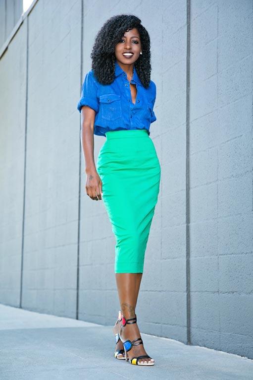 мятная юбка карандаш с синей блузкой
