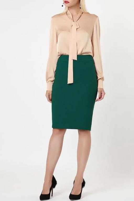 зеленая юбка с бежевой блузкой
