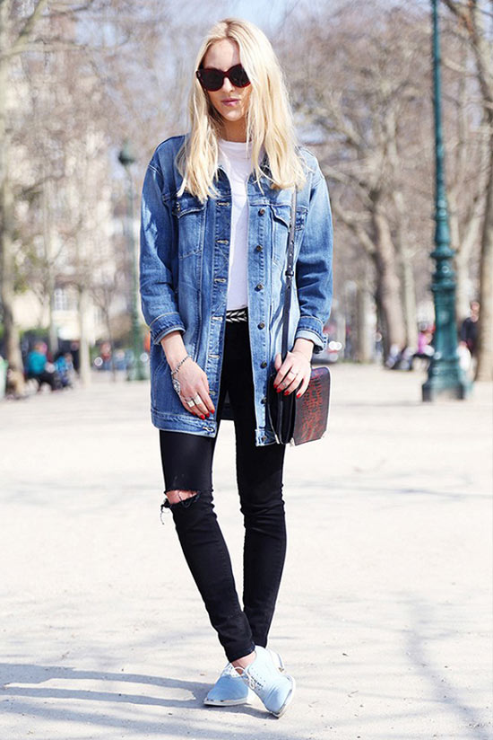 с черными рваными джинсами