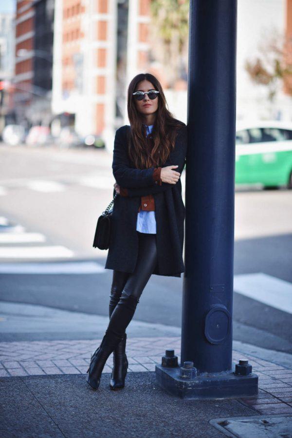 с черным пальто
