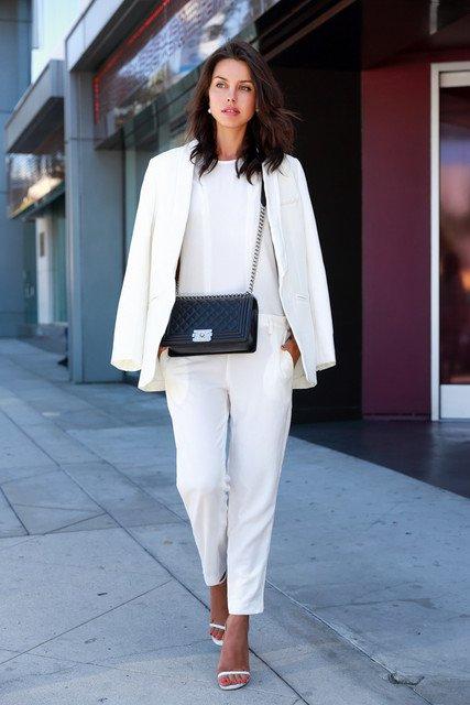 Образ в белом цвете для работы