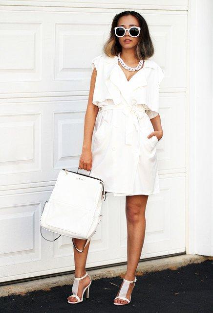 образ с белым платьем, сумкой, босоножками, колье