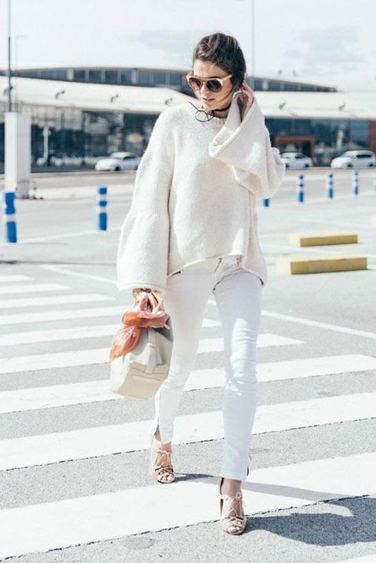 белый тотал лук со свитером и брюками скинни