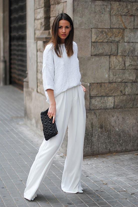 белые брюки, джемпер, туфли