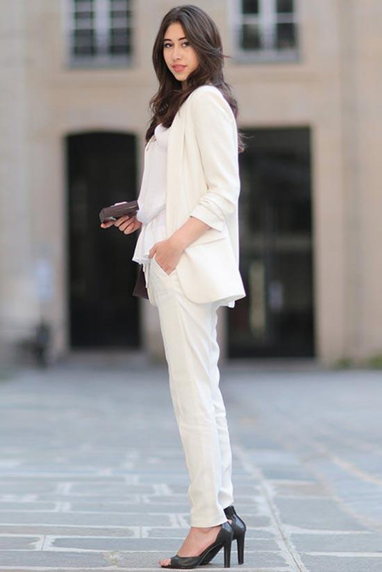 белый тотал лук в цвете экрю с брюками