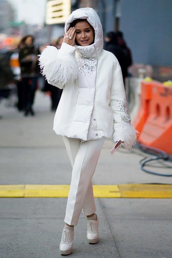 тотал лук в белом цвете с белой курткой