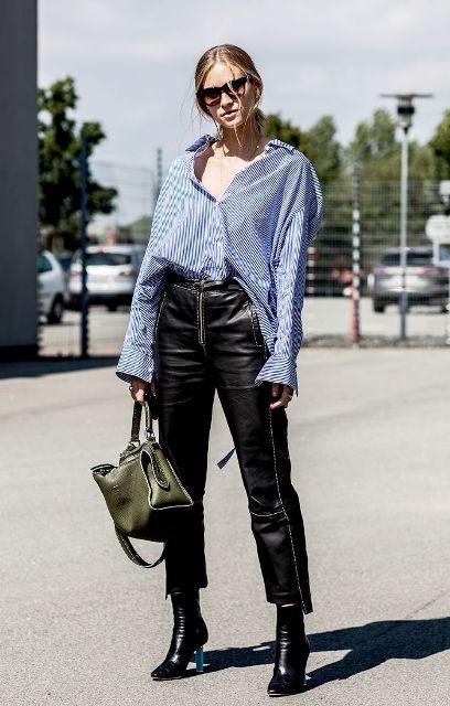 С черными кожаными брюками, ботильонами и оливково-зеленой сумкой