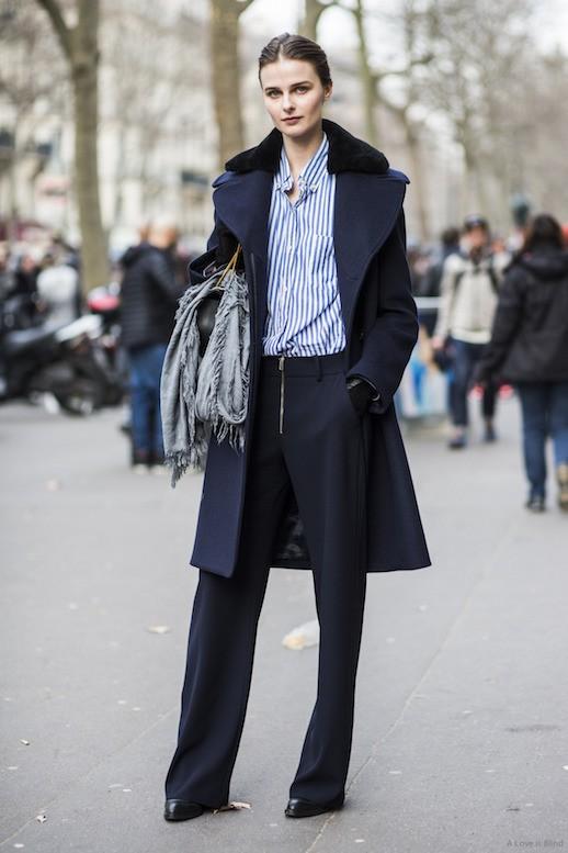 с брюками и пальто