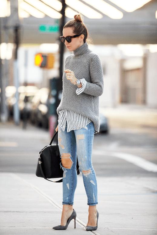 с серым свитером и джинсами