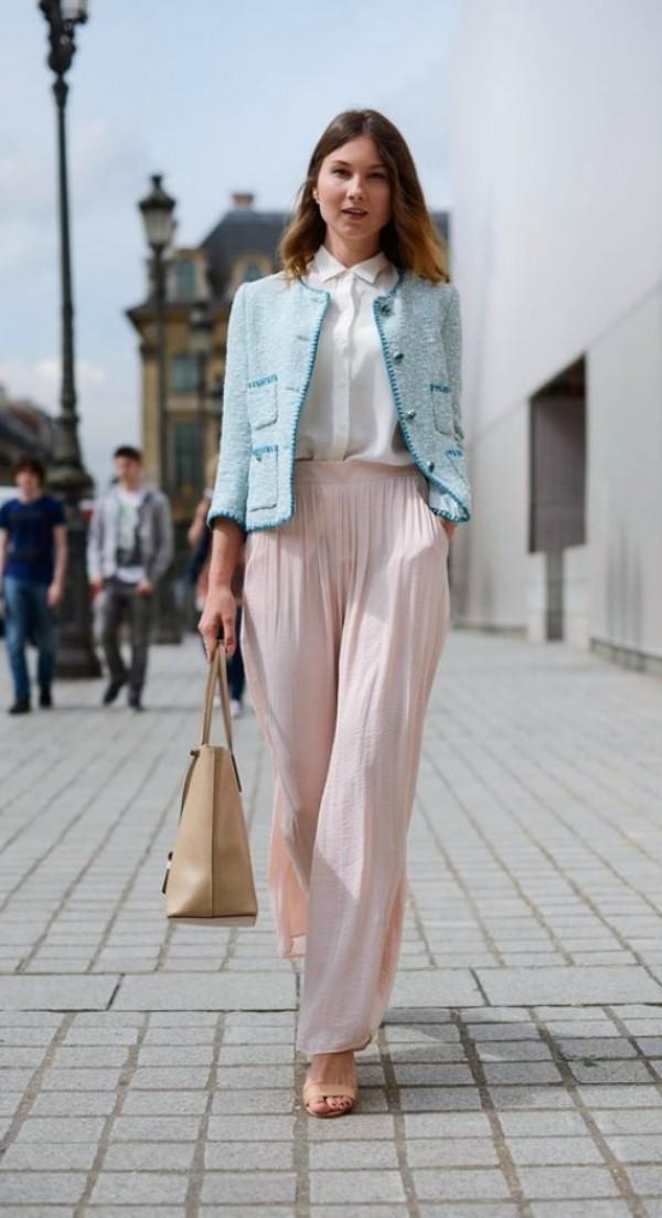 с нежно-розовыми шифоновыми брюками