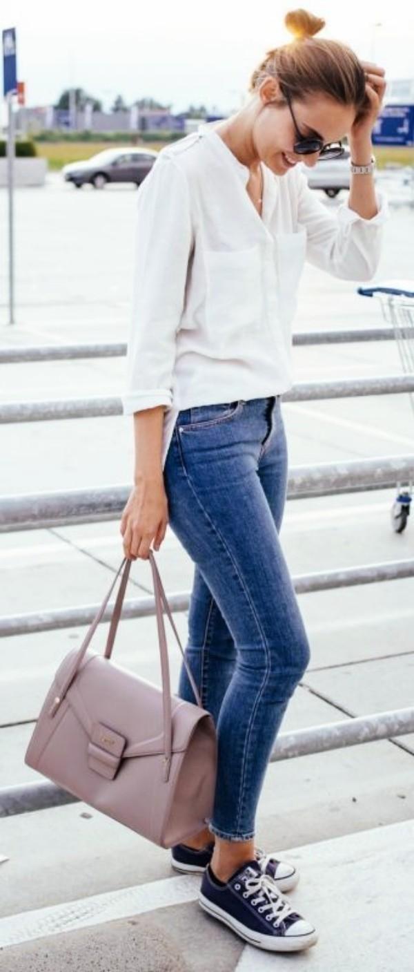 с джинсами и кедами