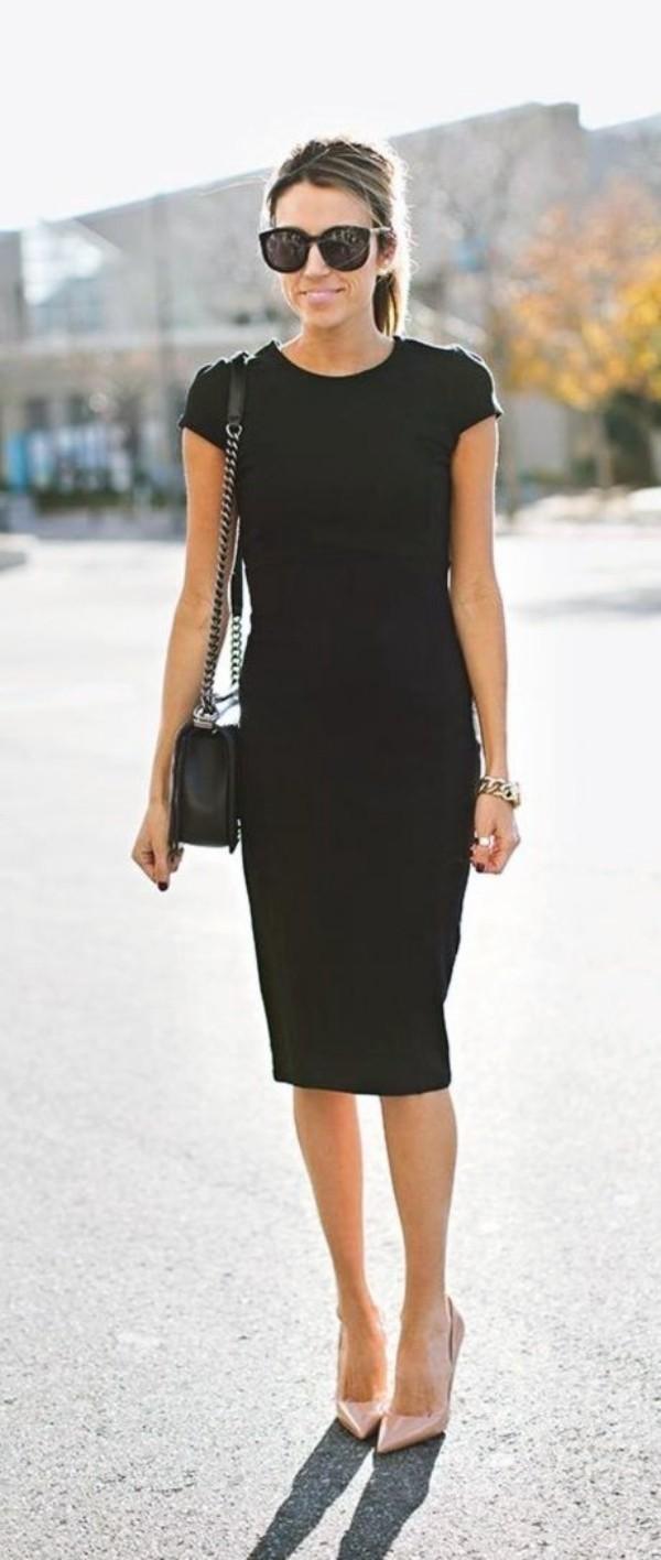 Стильные образы для женщины 35 лет с черным платьем