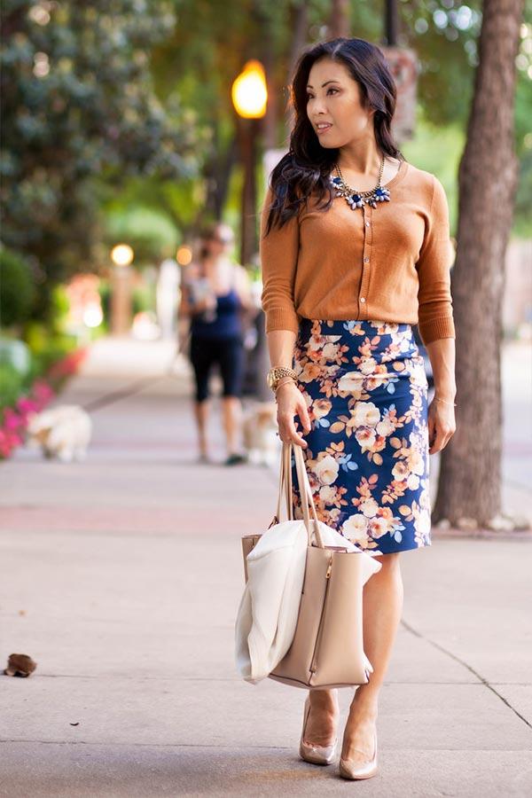 юбка карандаш с цветочным принтом и блузкой