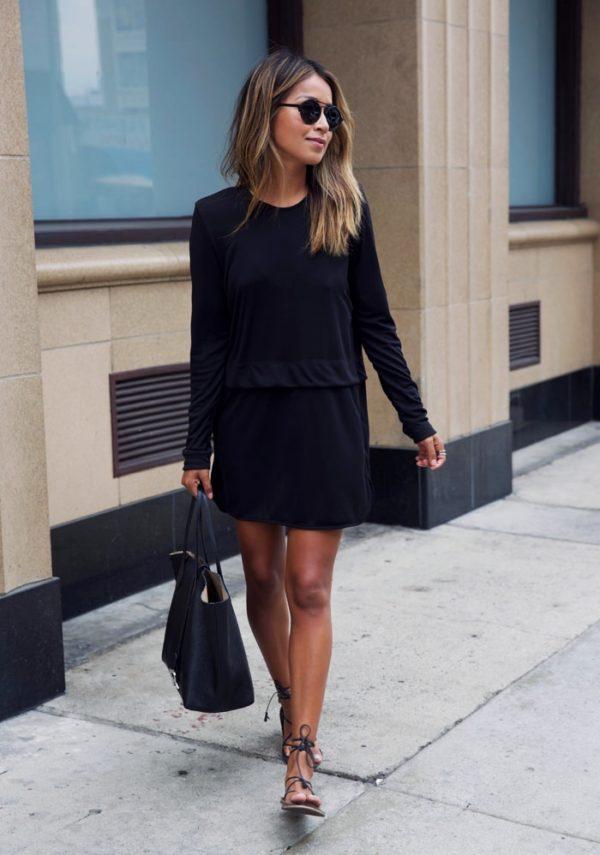 черное платье простого прямого кроя с рукавами