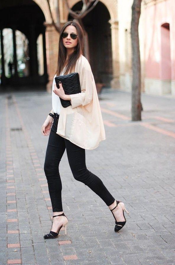 с черными узкими брюками