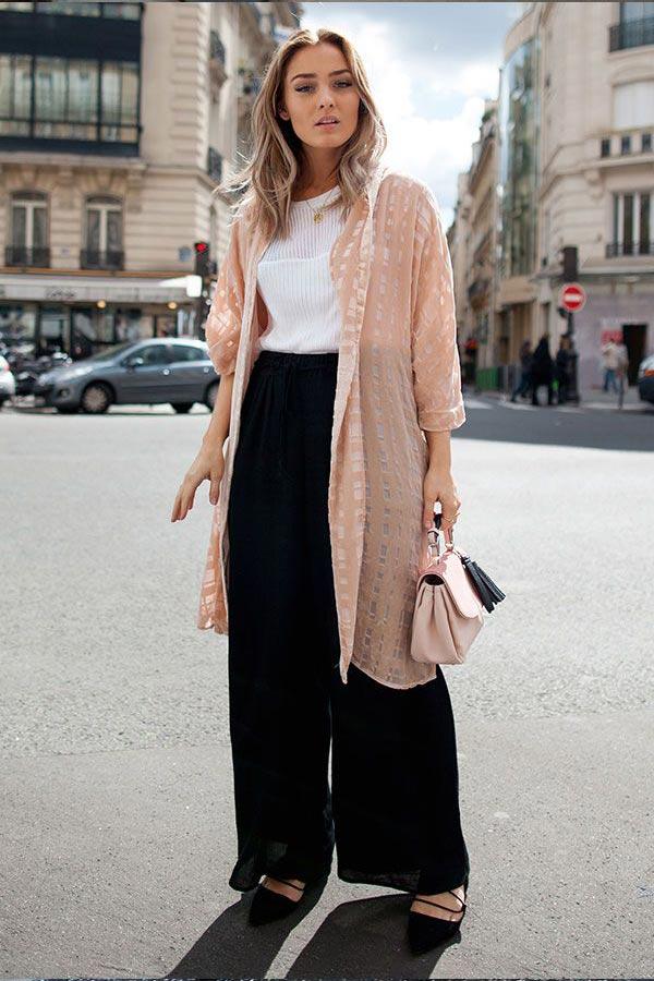 персиковое кимоно, черные широкие брюки и белая блузка