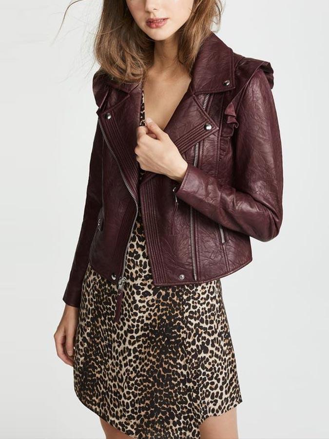Бордовая кожаная куртка с леопардовым платьем