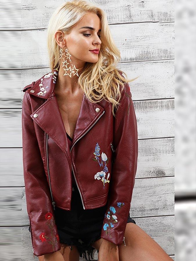 бордовая куртка из кожи с платьем