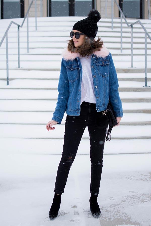 облик для зимы с черной шапкой с пумпоном, курткой и черными джинсами