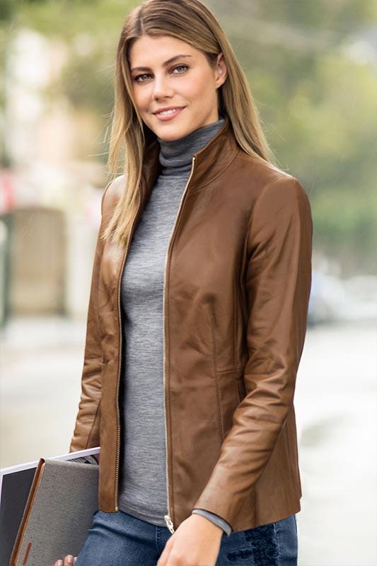 коричневая кожаная куртка, пиджак