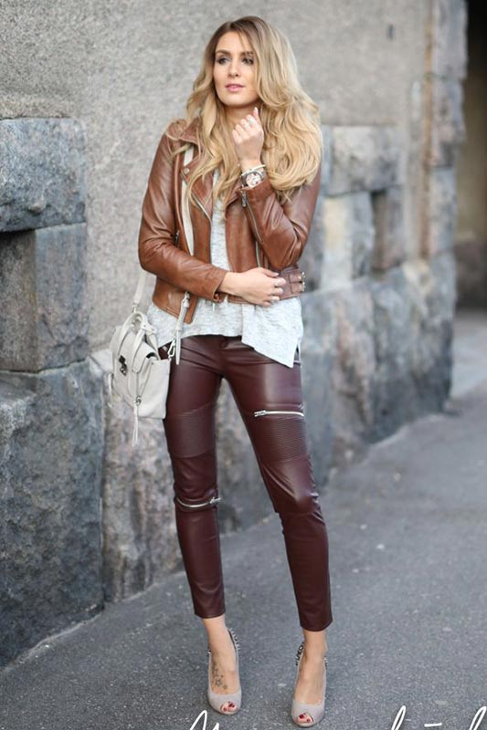 куртка из коричневой кожи и кожаные брюки
