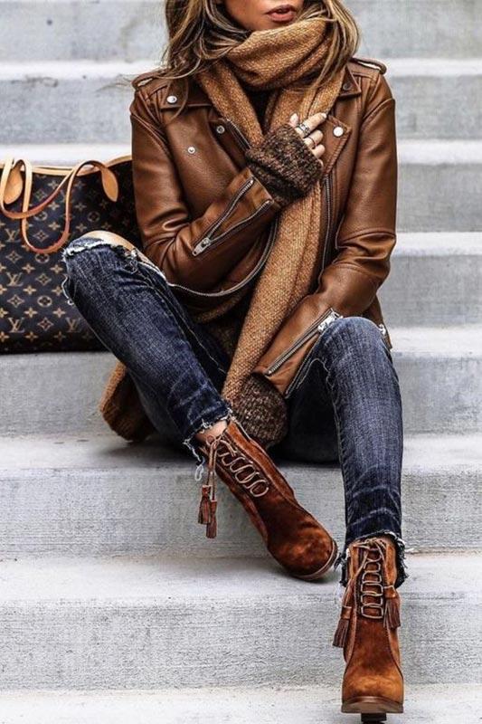 шарф вод коричневую кожаную куртку