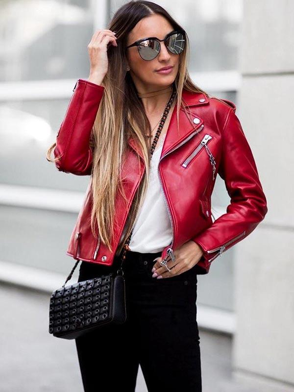 сумка под аутфит с красной курткой из кожи