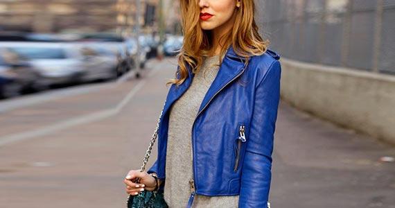 синяя куртка из кожи