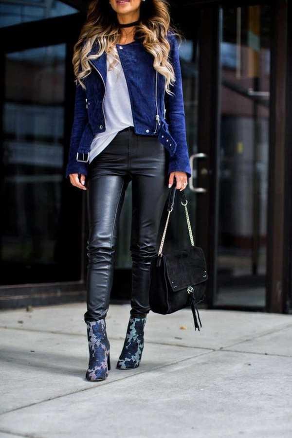 синяя кожаная куртка с кожаными брюками и ботильонами