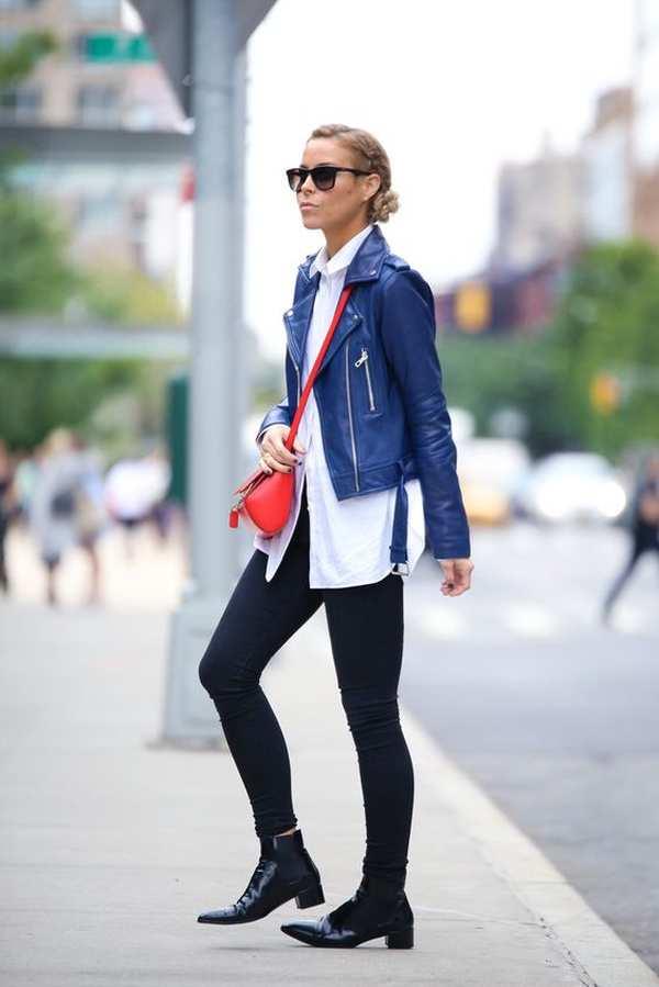 с темными узкими брюками, белой рубашкой, красной сумкой