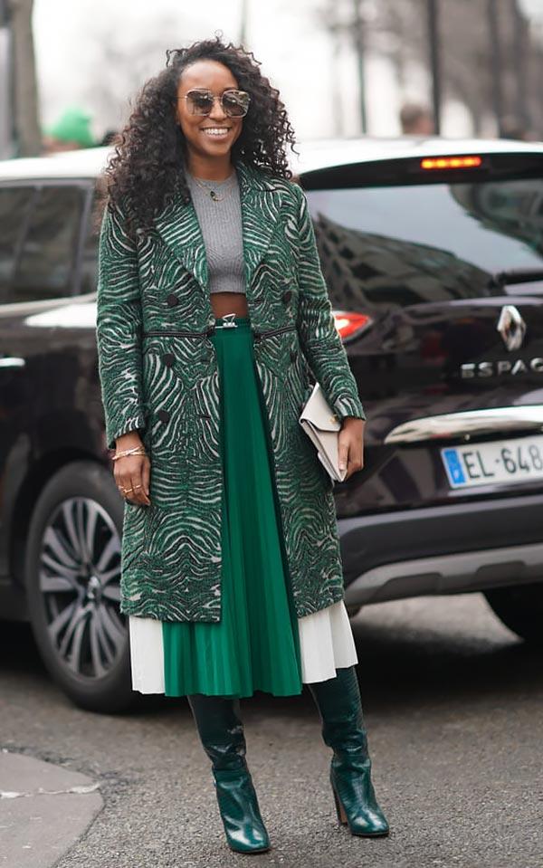 зеленое пальто с рисунком