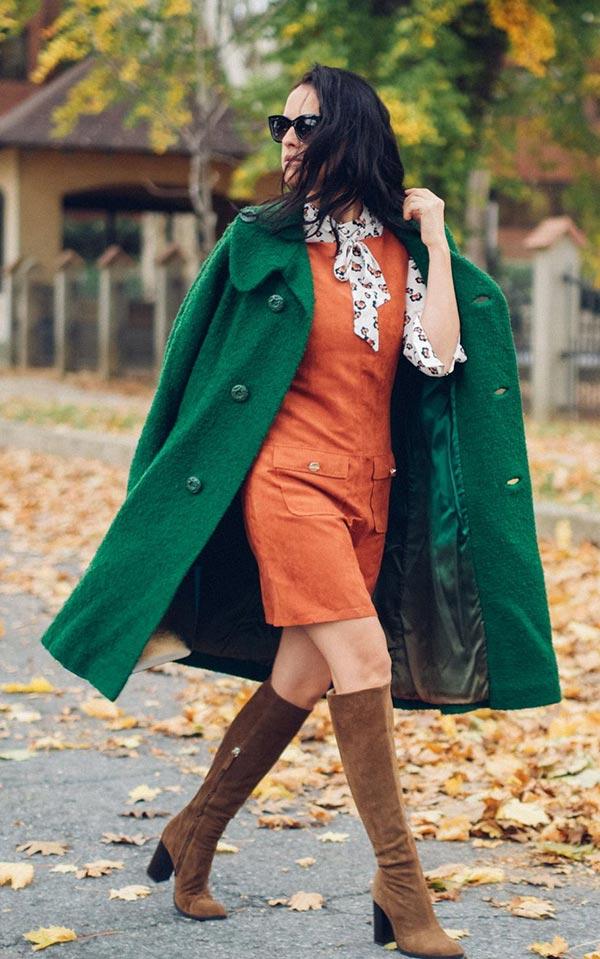 образ с коричневыми сапогами и терракотовым платьем.