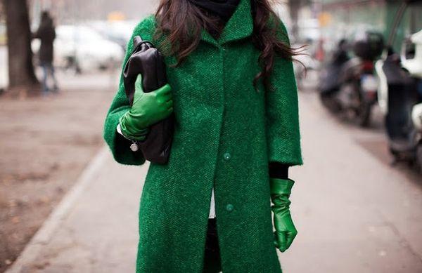 как носить пальто зеленого оттенка