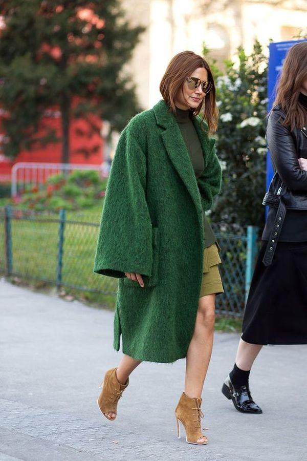 длинное зеленое пальто оверсайз