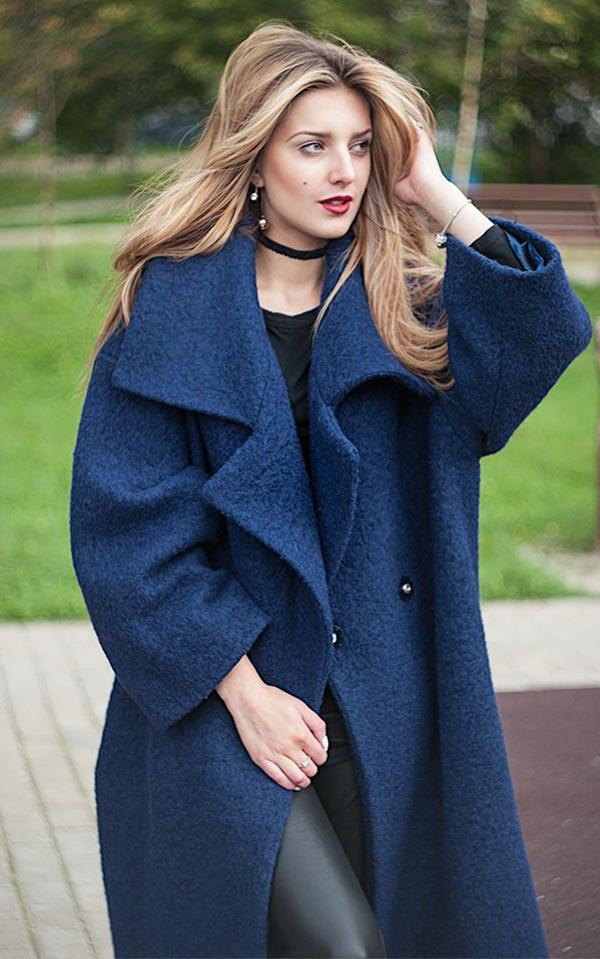 темно-синее пальто оверсайз