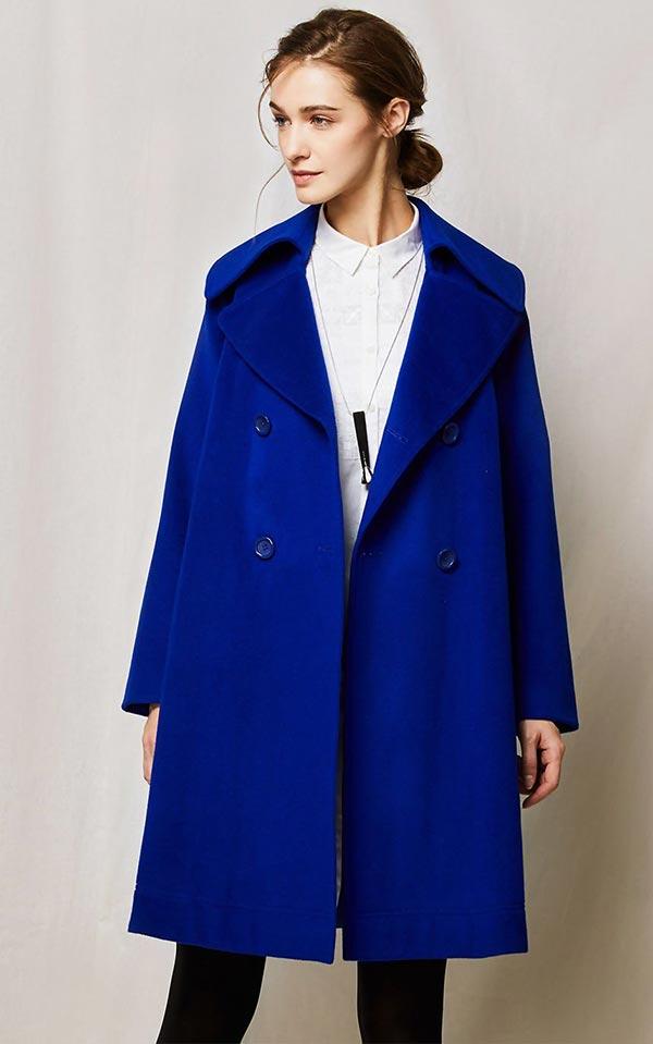 синее пальто классического оттенка