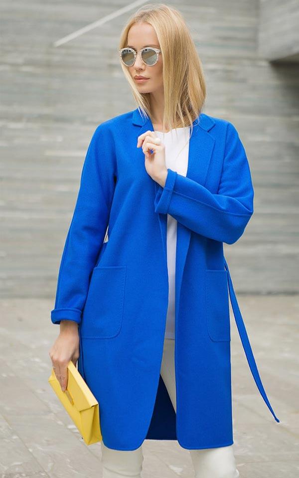ярко синяя модель