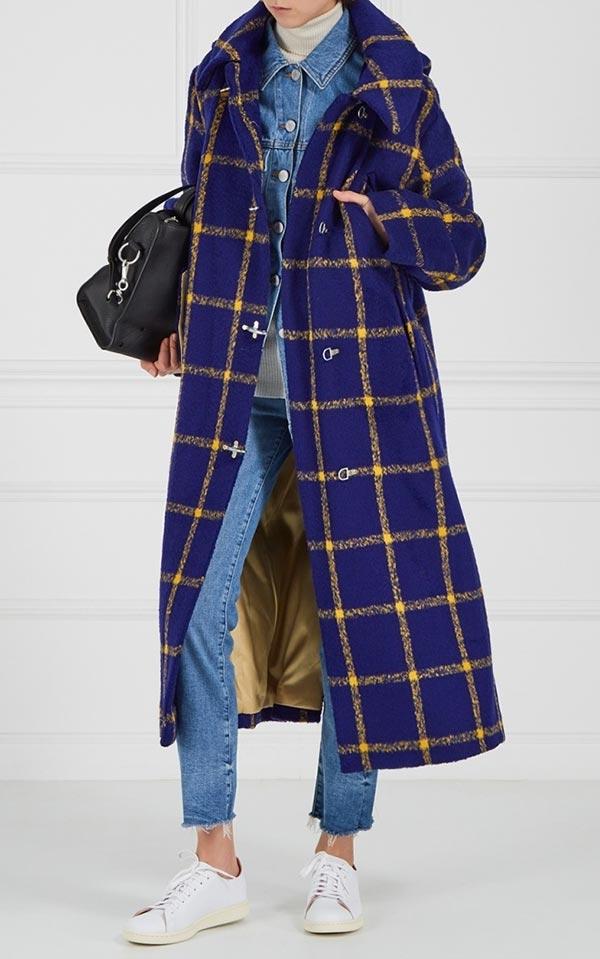 синее клетчатое пальто